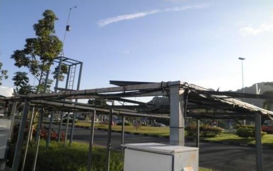 ایستگاه آب و هوا و آرایه PV در مقابل CERE، دانشگاه مالزی پرلیس نصب شده